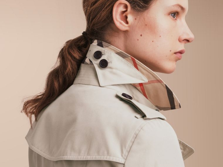 The Sandringham – Long Heritage Trench Coat in Stone - Women | Burberry - cell image 4