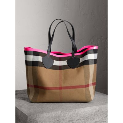 The Giant Reversible Tote in Canvas Check and Leather - Red Burberry Sale Low Shipping VHRvQDBSzu