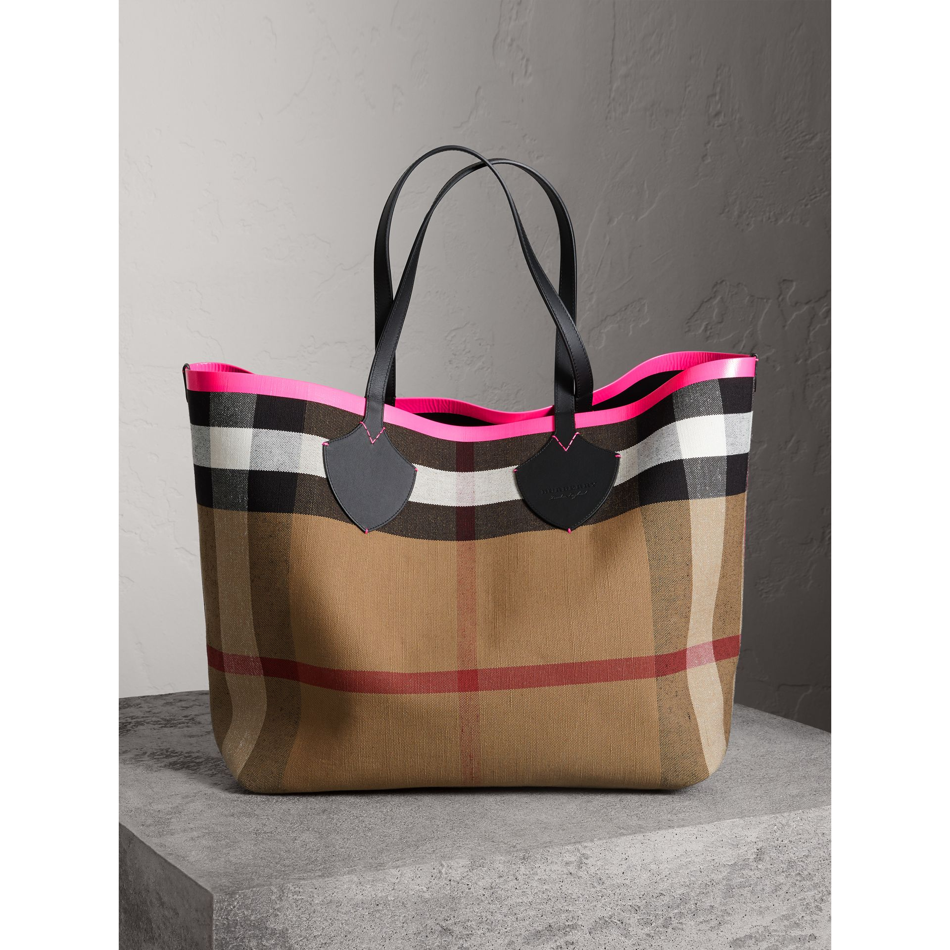 The Giant Reversible Tote in Canvas Check and Leather in Black/neon Pink | Burberry - gallery image 0