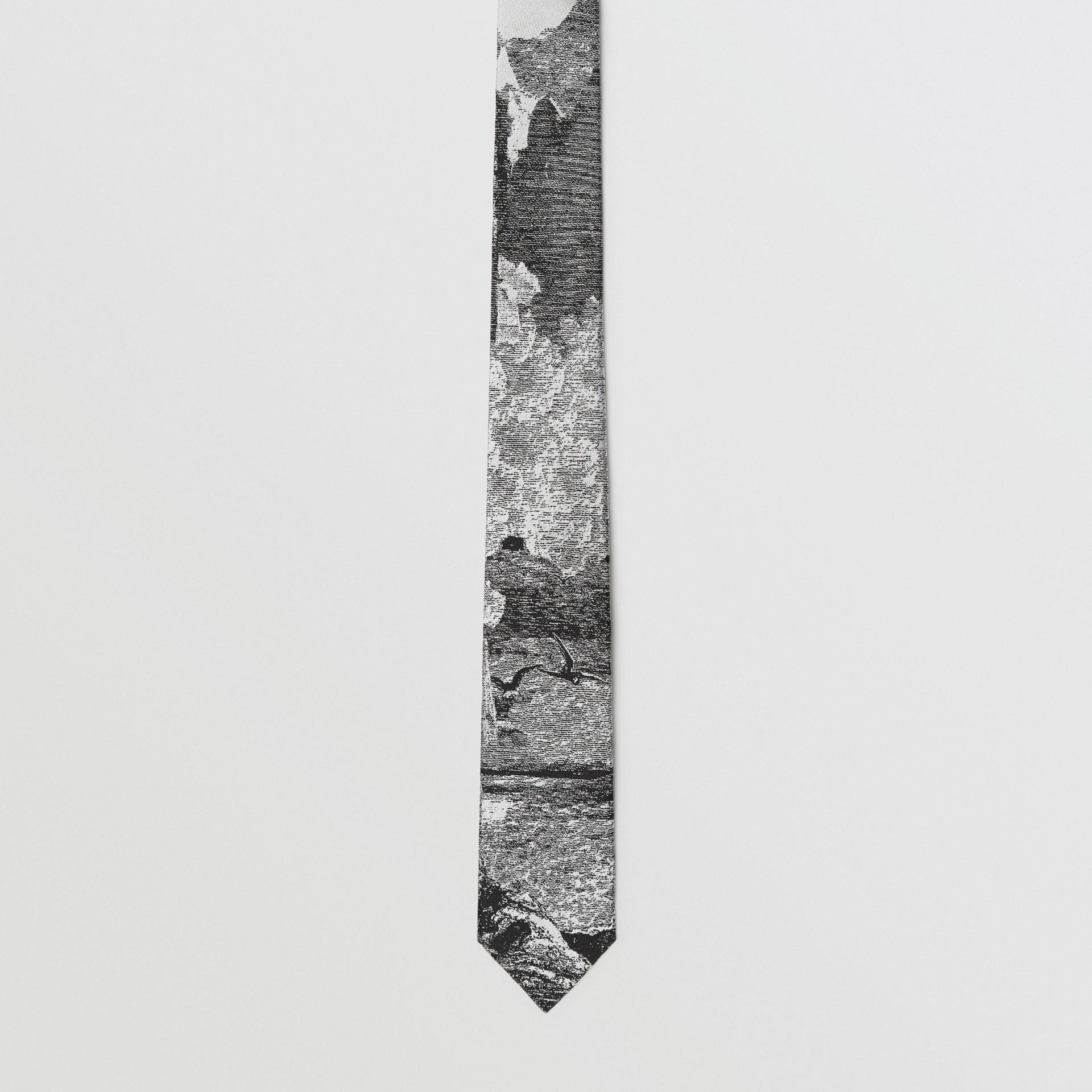 Corbata de pala estrecha en jacquard de seda con paisaje de ensueño (Negro) - Hombre | Burberry - imagen de la galería 4
