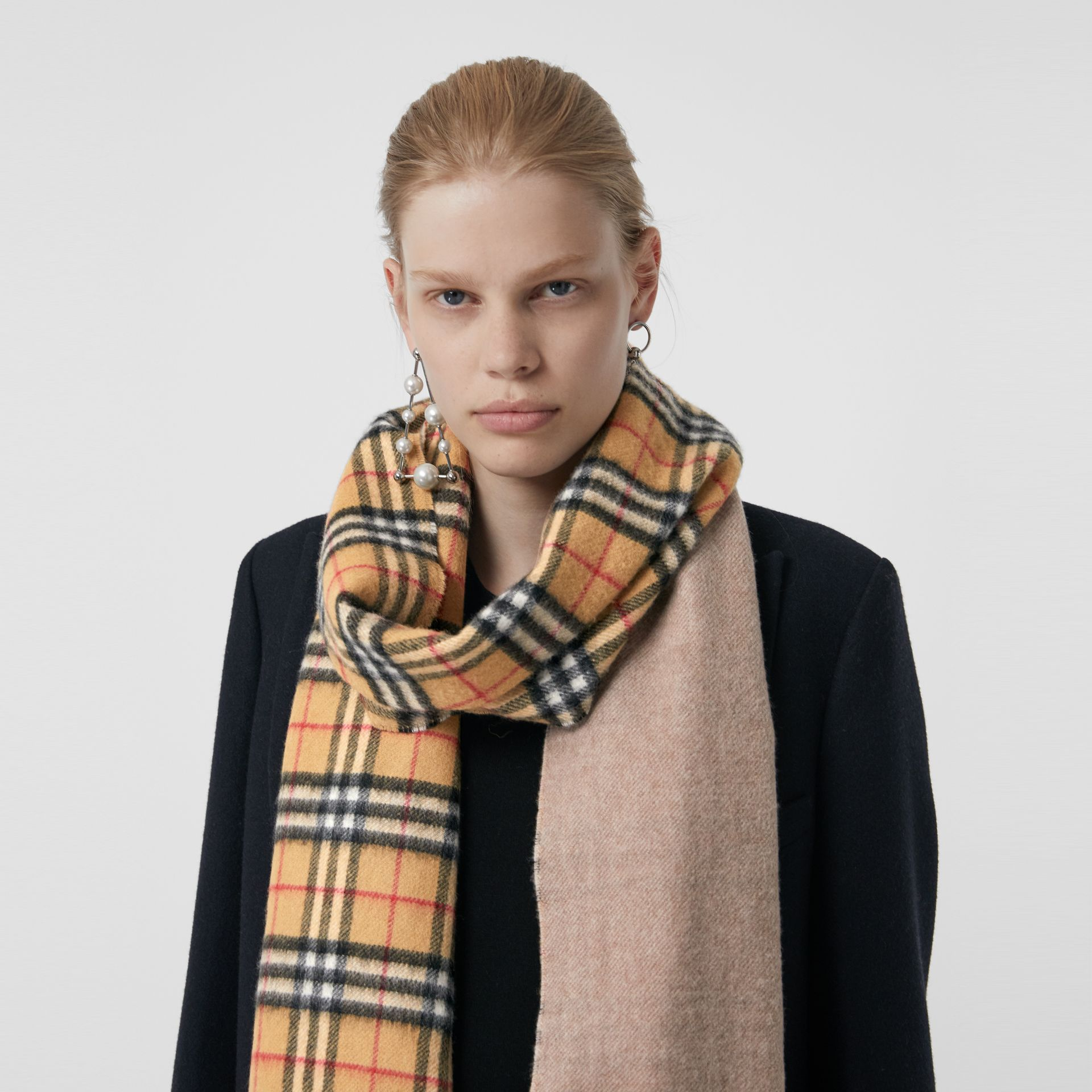 Long Reversible Vintage Check Double-faced Cashmere Scarf in Sandstone | Burberry Canada - gallery image 6