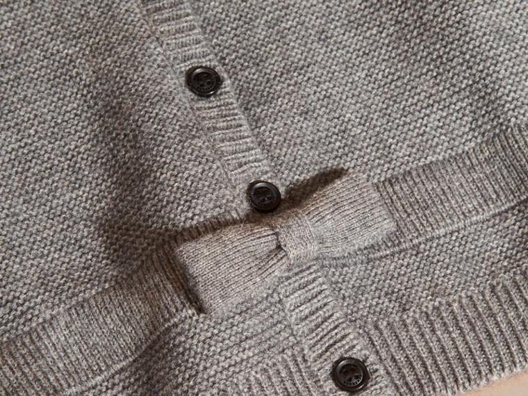 Camaïeu de gris moyens Cardigan en coton et cachemire multi-points - cell image 1