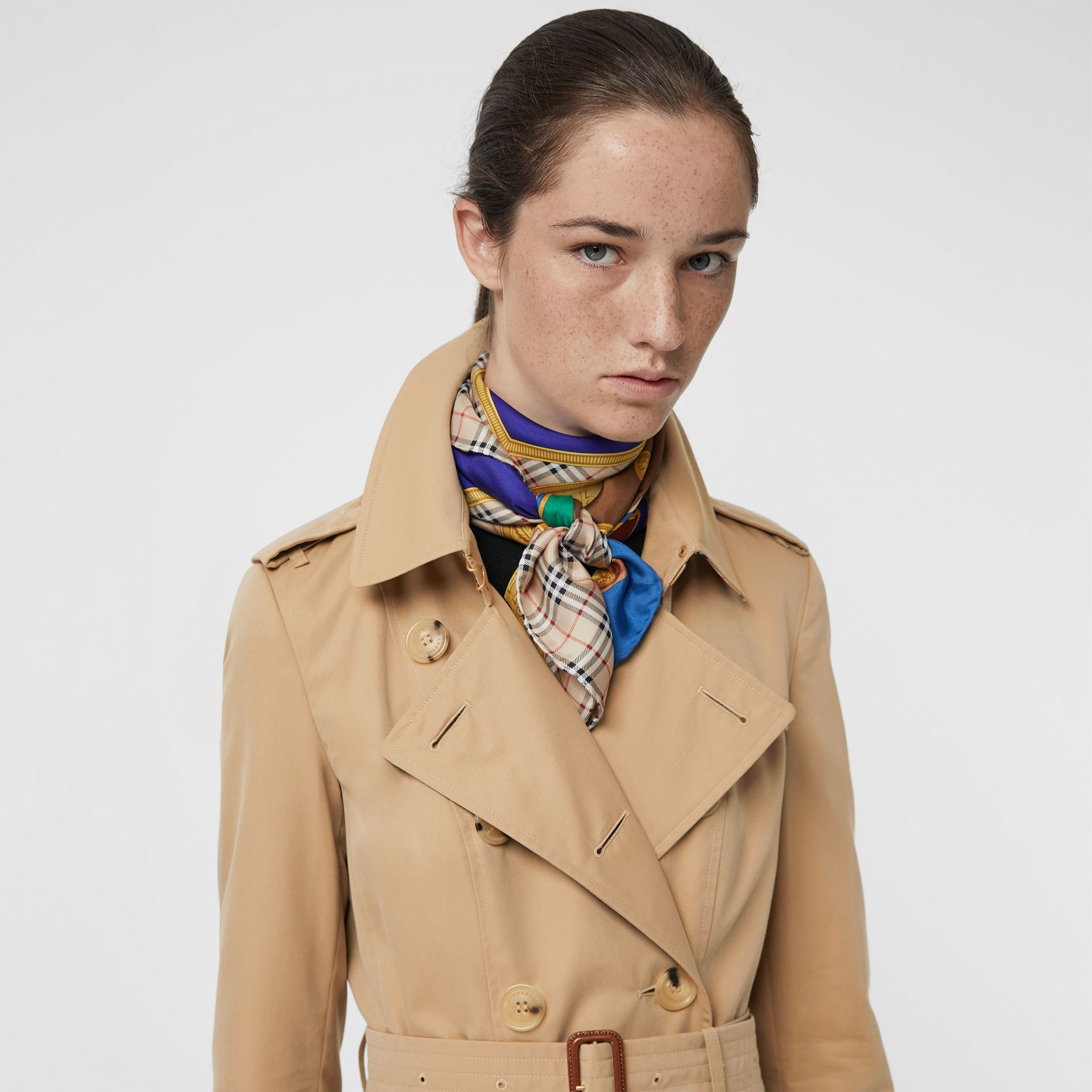 The Long Chelsea Heritage Trench Coat in Honey - Women | Burberry Australia - gallery image 1