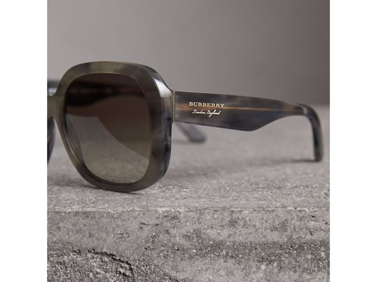 Square Frame Sunglasses in Grey - Women | Burberry Hong Kong - cell image 1