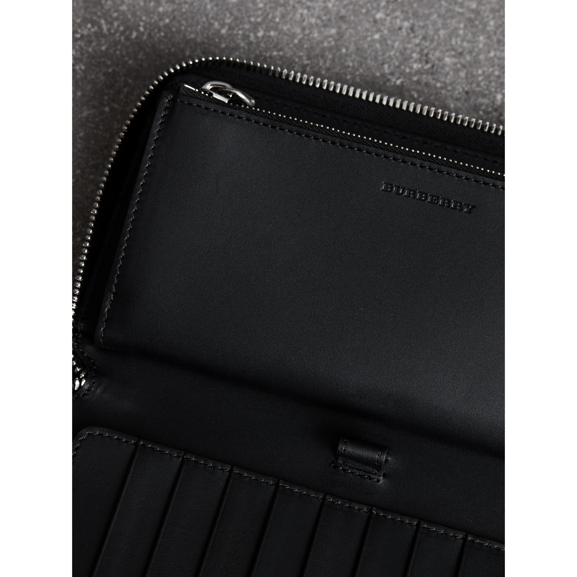 Portefeuille zippé en cuir grainé (Noir) - Homme | Burberry - photo de la galerie 3
