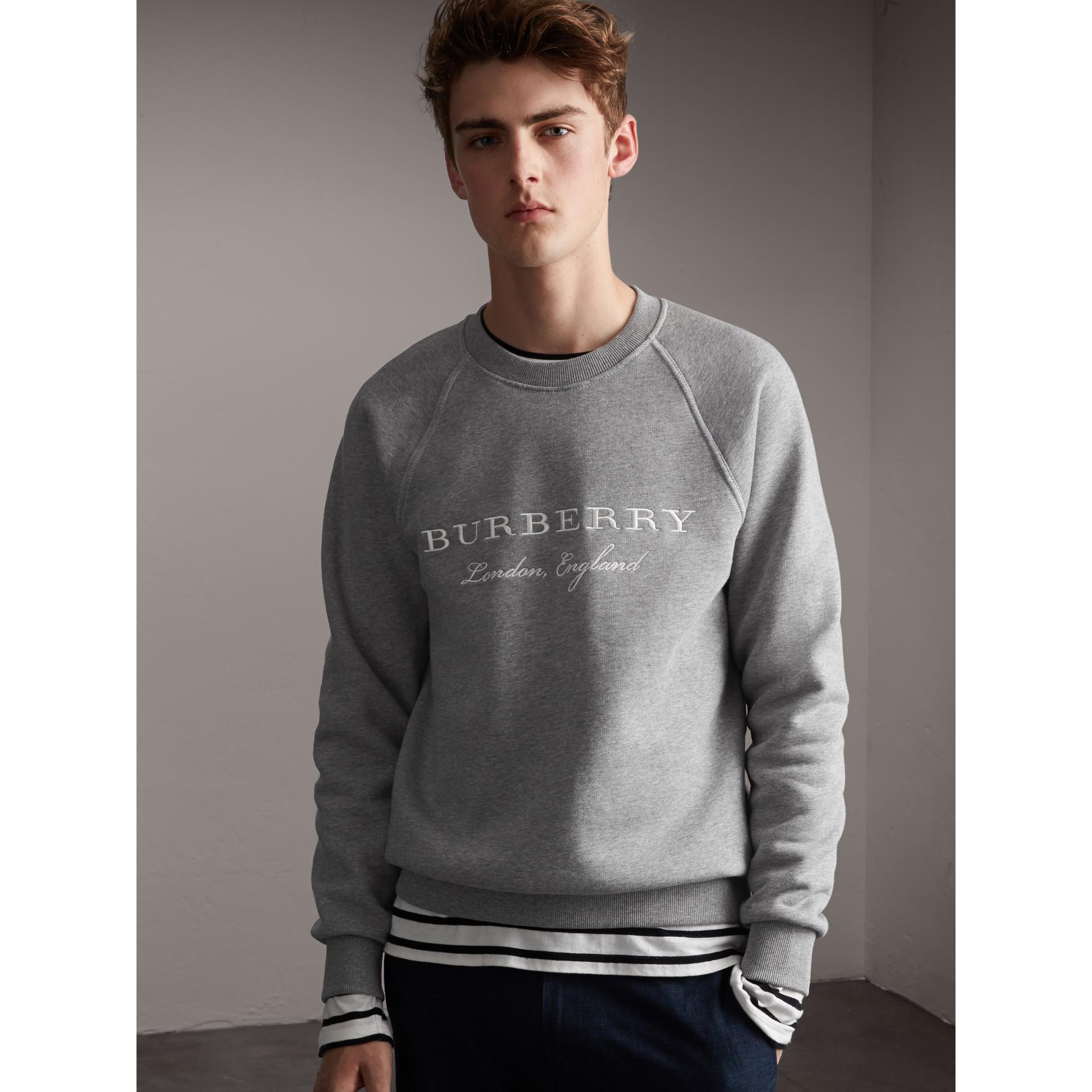 엠브로이더리 저지 스웨트셔츠 (페일 그레이 멜란지) - 남성 | Burberry - 갤러리 이미지 1