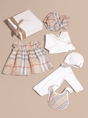 burberry dresses outlet u1zf  Cotton Six-piece Baby Gift Set