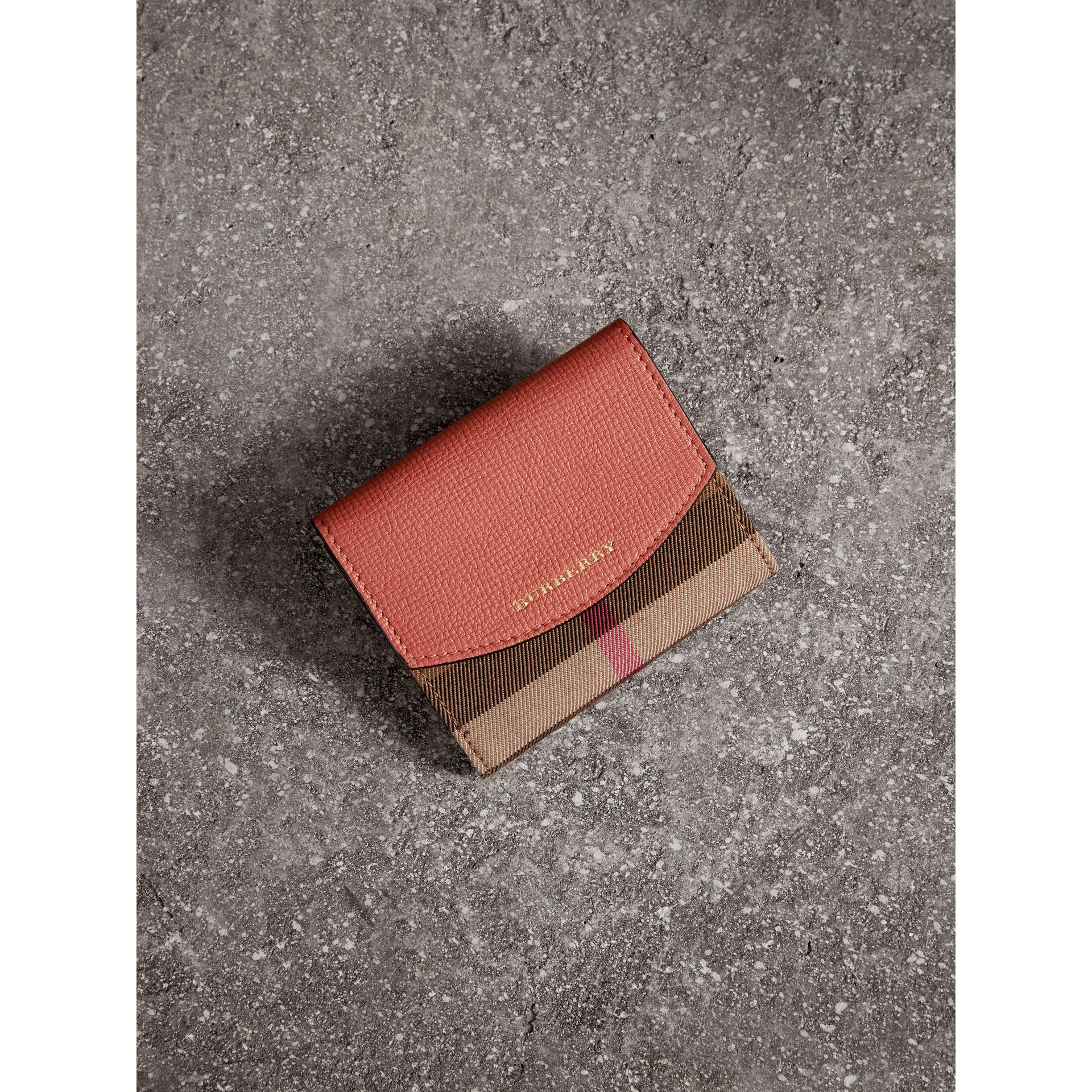 Portefeuille en coton House check et cuir (Cannelle Rouge) - Femme | Burberry - photo de la galerie 1