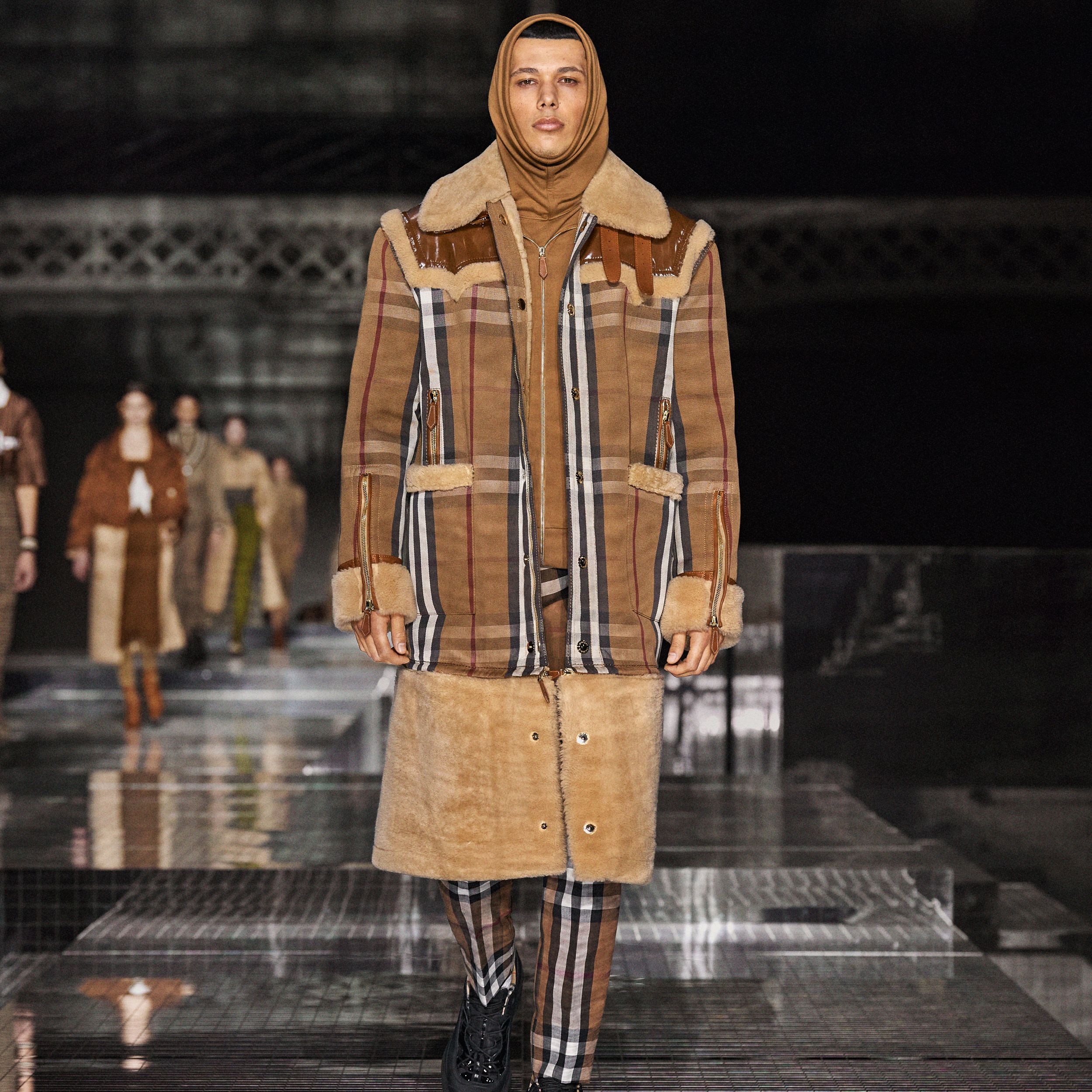 Shearling and House Check Technical Cotton Coat in Birch Brown | Burberry - 3
