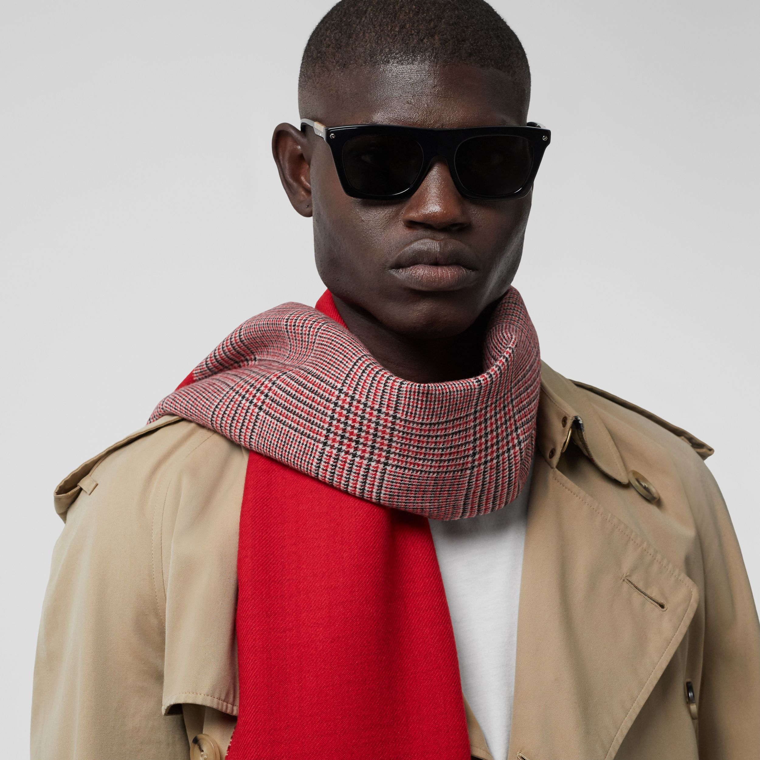 Love and Houndstooth Check Wool Jacquard Scarf in Bright Red | Burberry - 4