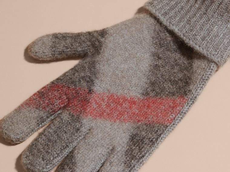 Cinza claro mesclado Luvas de lã e cashmere com detalhe xadrez - cell image 1
