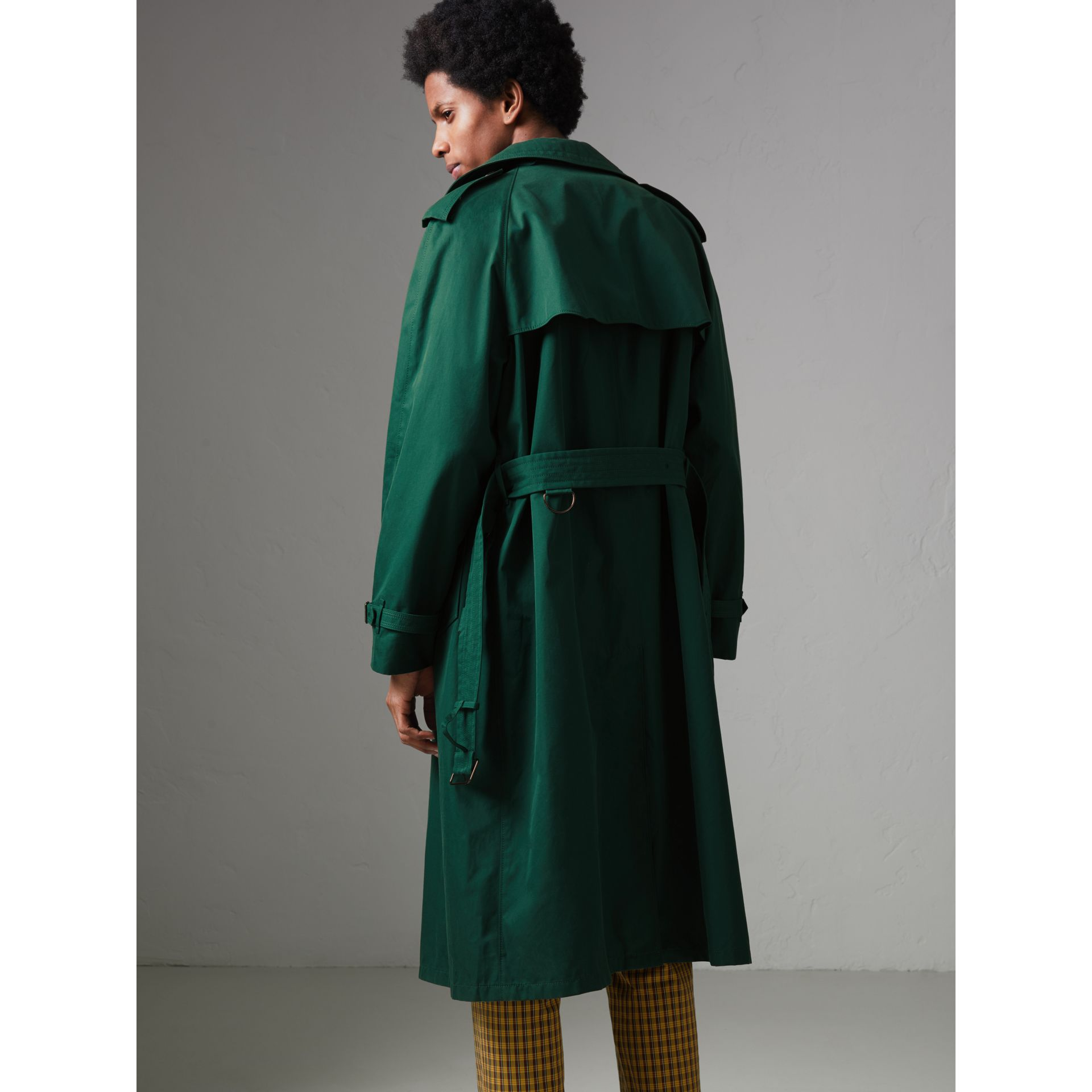 Gun-flap Detail Cotton Gabardine Trench Coat in Deep Veridian Green - Men | Burberry United Kingdom - gallery image 2