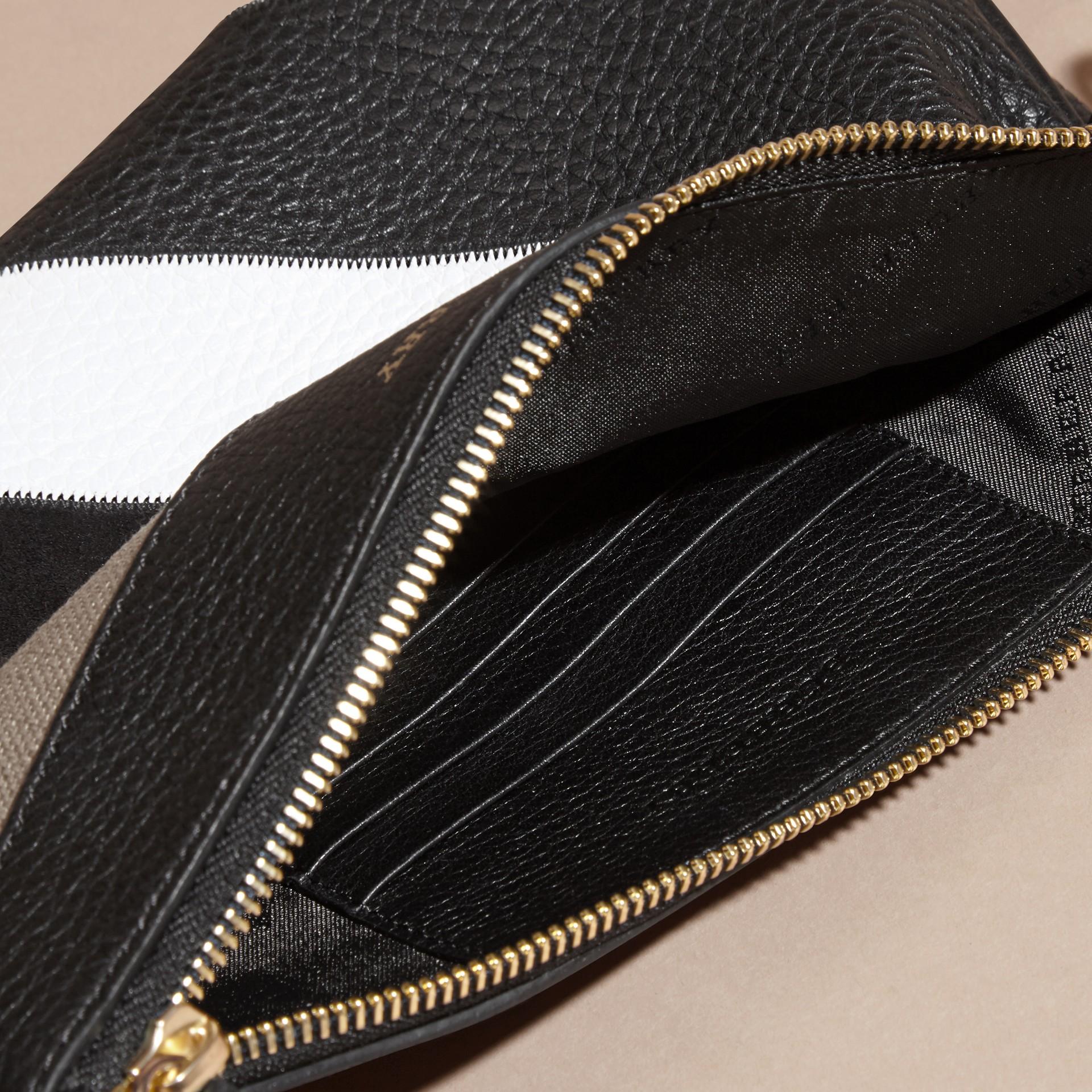 Noir Clutch façon patchwork en cuir, cuir velours et jute de coton à motif check - photo de la galerie 6