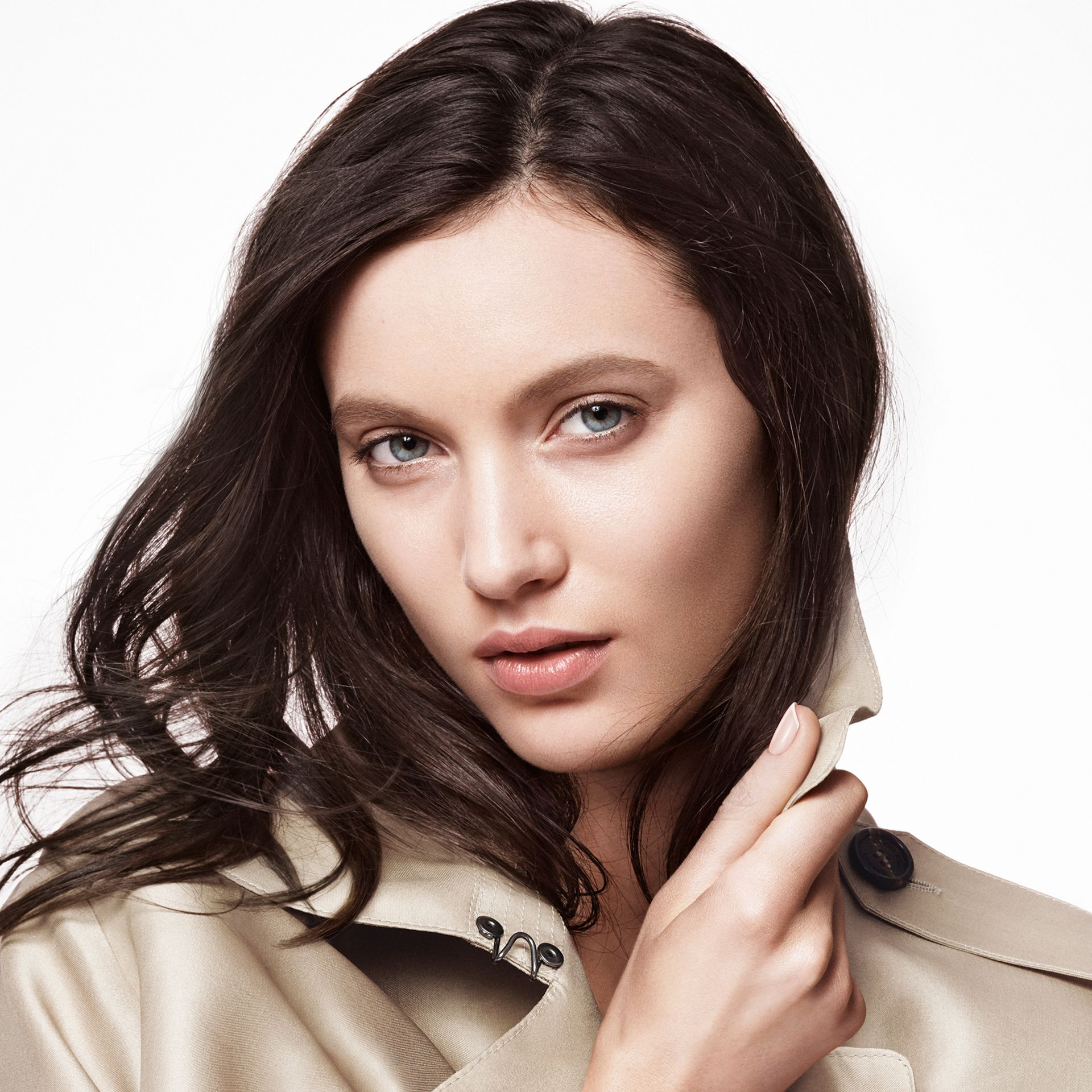 Bright Glow Foundation SPF 30 PA+++ – Porcelain No.11 - Women | Burberry Australia - gallery image 2
