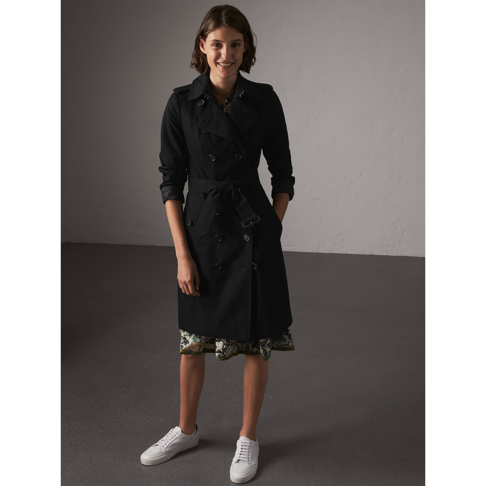 The Sandringham – Long Trench Coat in Black - Women | Burberry Singapore - gallery image 7
