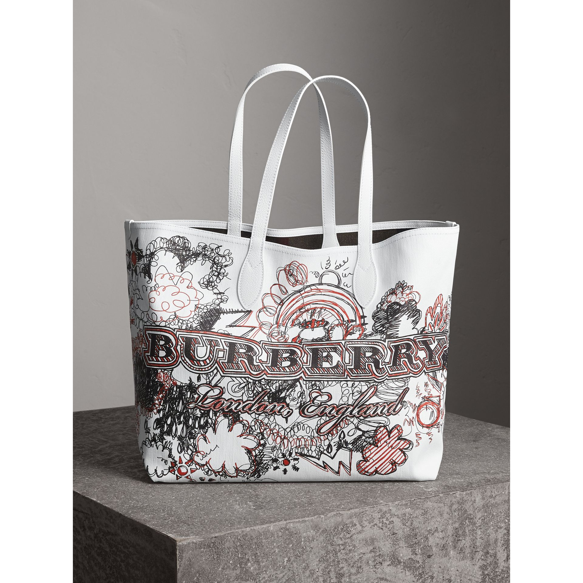 The Large Reversible Doodle Tote in Classic Check/white | Burberry Singapore - gallery image 1