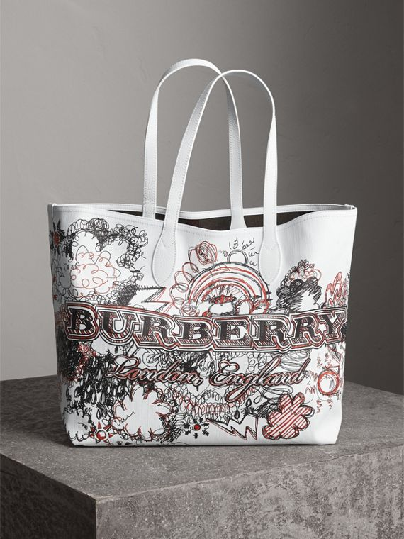 The Large Reversible Doodle Tote in Classic Check/white