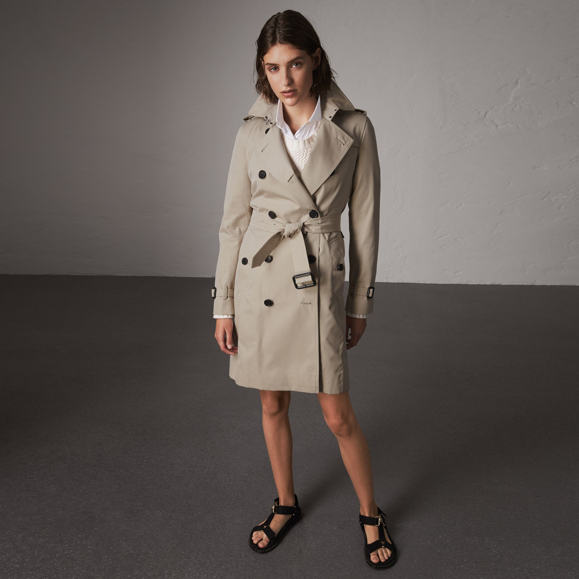 The Kensington – Long Trench Coat in Stone - Women | Burberry - gallery image 0
