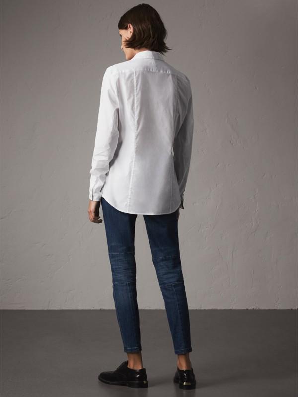 Camisa de algodão stretch com detalhe em xadrez (Branco) - Mulheres | Burberry - cell image 2