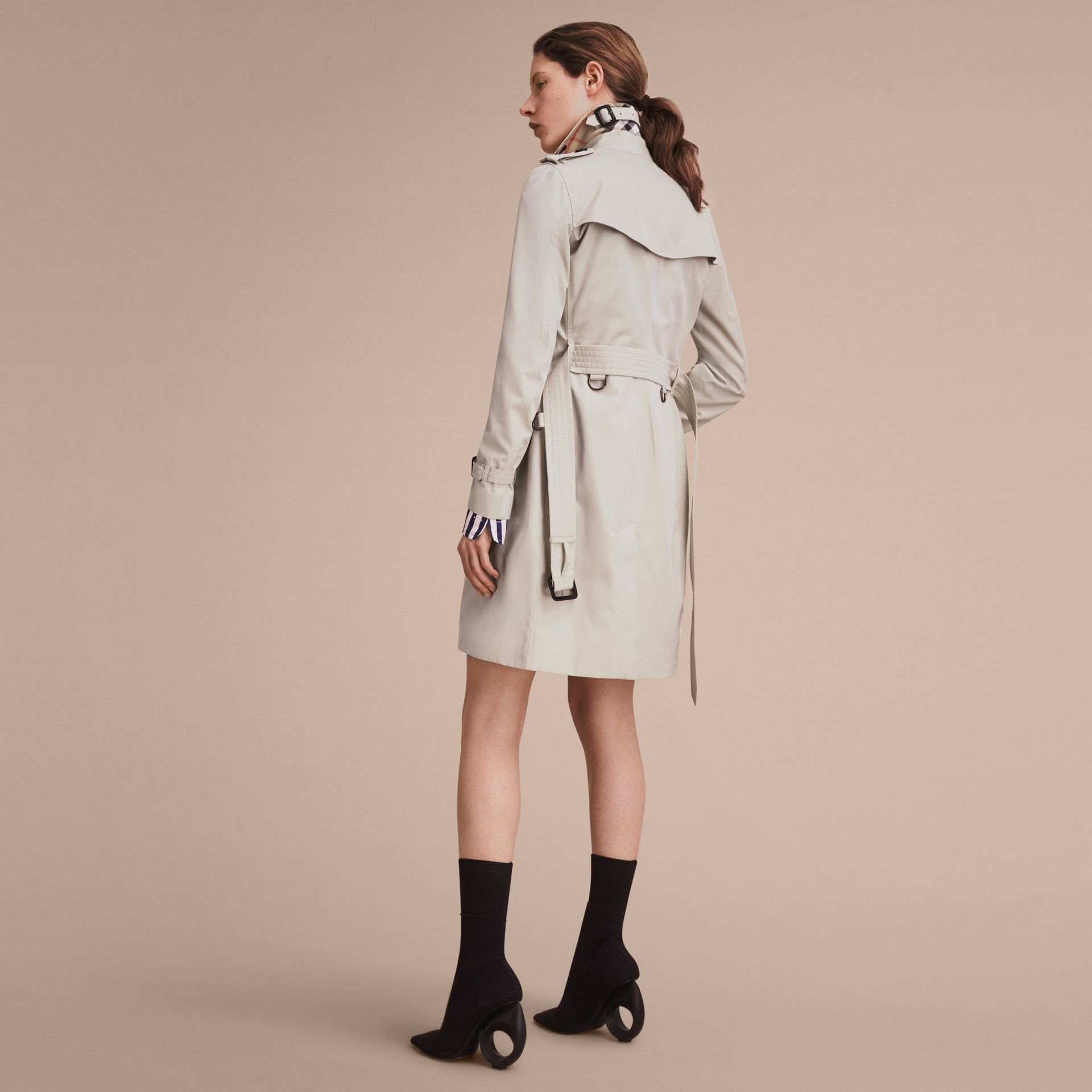 The Kensington – Long Heritage Trench Coat in Stone - Women | Burberry - gallery image 3