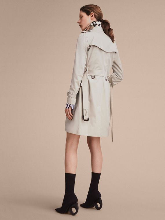 The Kensington – Long Heritage Trench Coat in Stone - Women | Burberry Canada - cell image 2