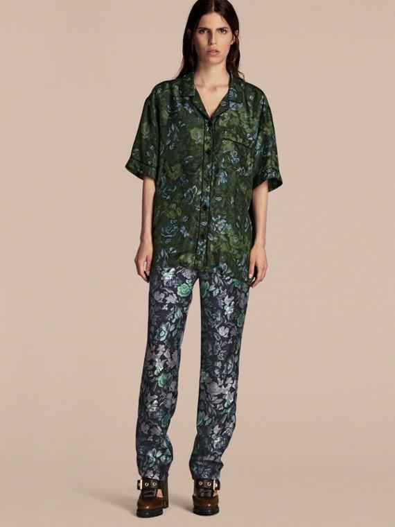 Pantalon de style pyjama en sergé de soie à imprimé floral