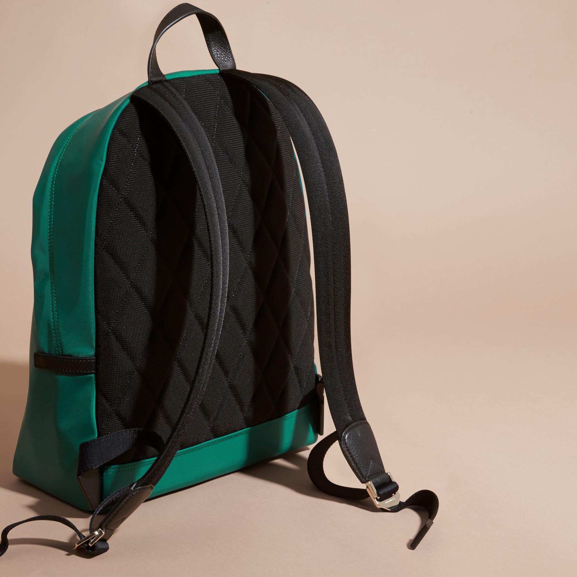 Vert pin Sac à dos en nylon avec éléments en cuir Vert Pin - photo de la galerie 4