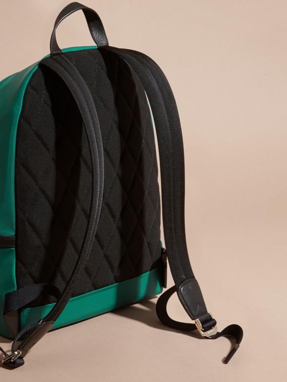 Vert pin Sac à dos en nylon avec éléments en cuir Vert Pin - cell image 3