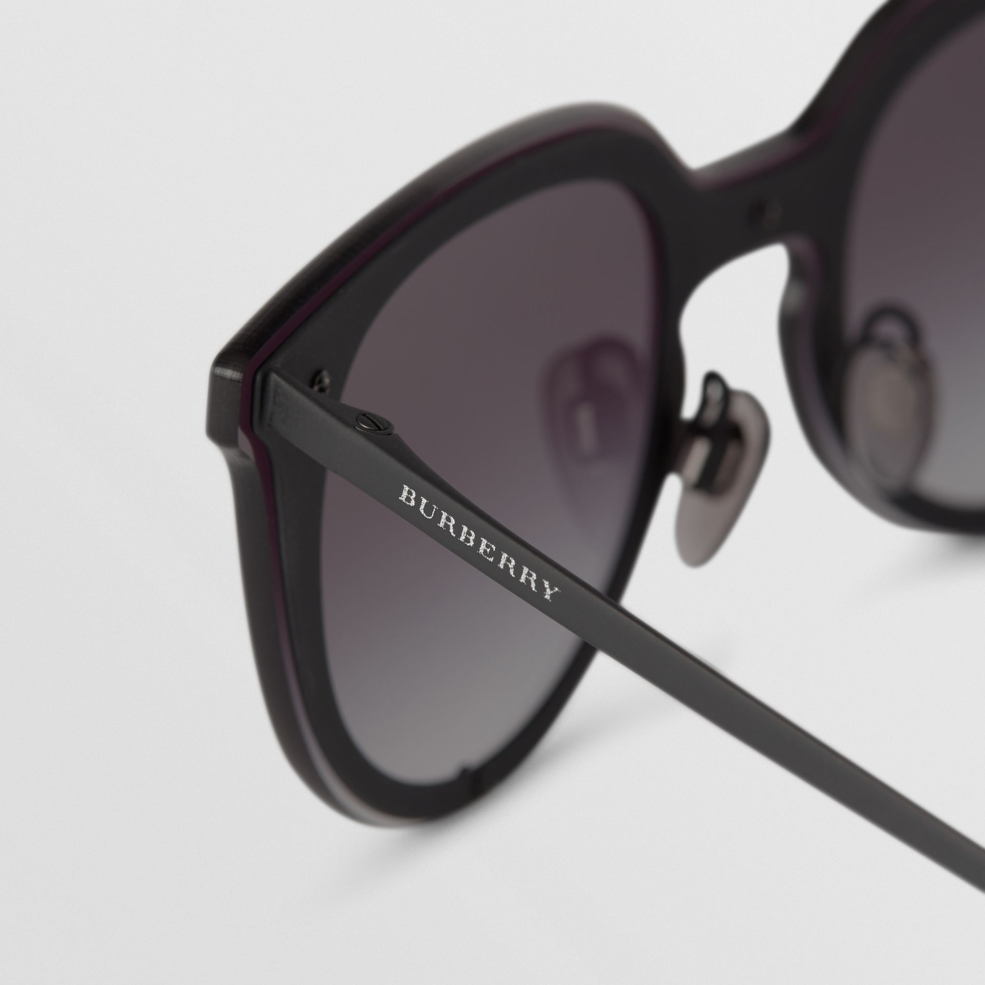 Keyhole Round Frame Shield Sunglasses in Black - Women | Burberry - gallery image 1