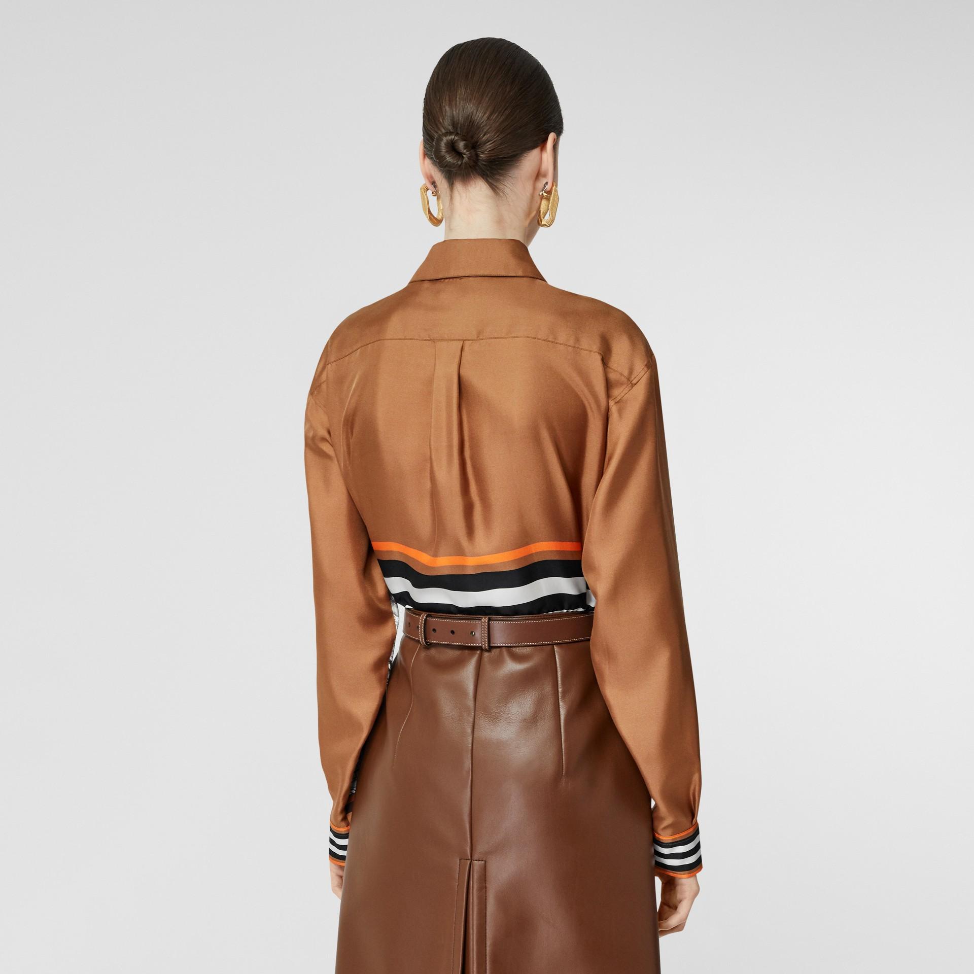 Camisa oversize de sarja de seda com estampa de aparelho náutico (Marrom Castanho Escuro) - Mulheres   Burberry - galeria de imagens 2