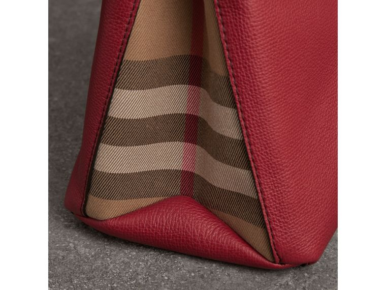 The Banner media in pelle con motivo House check (Rosso Bruno) - Donna | Burberry - cell image 1