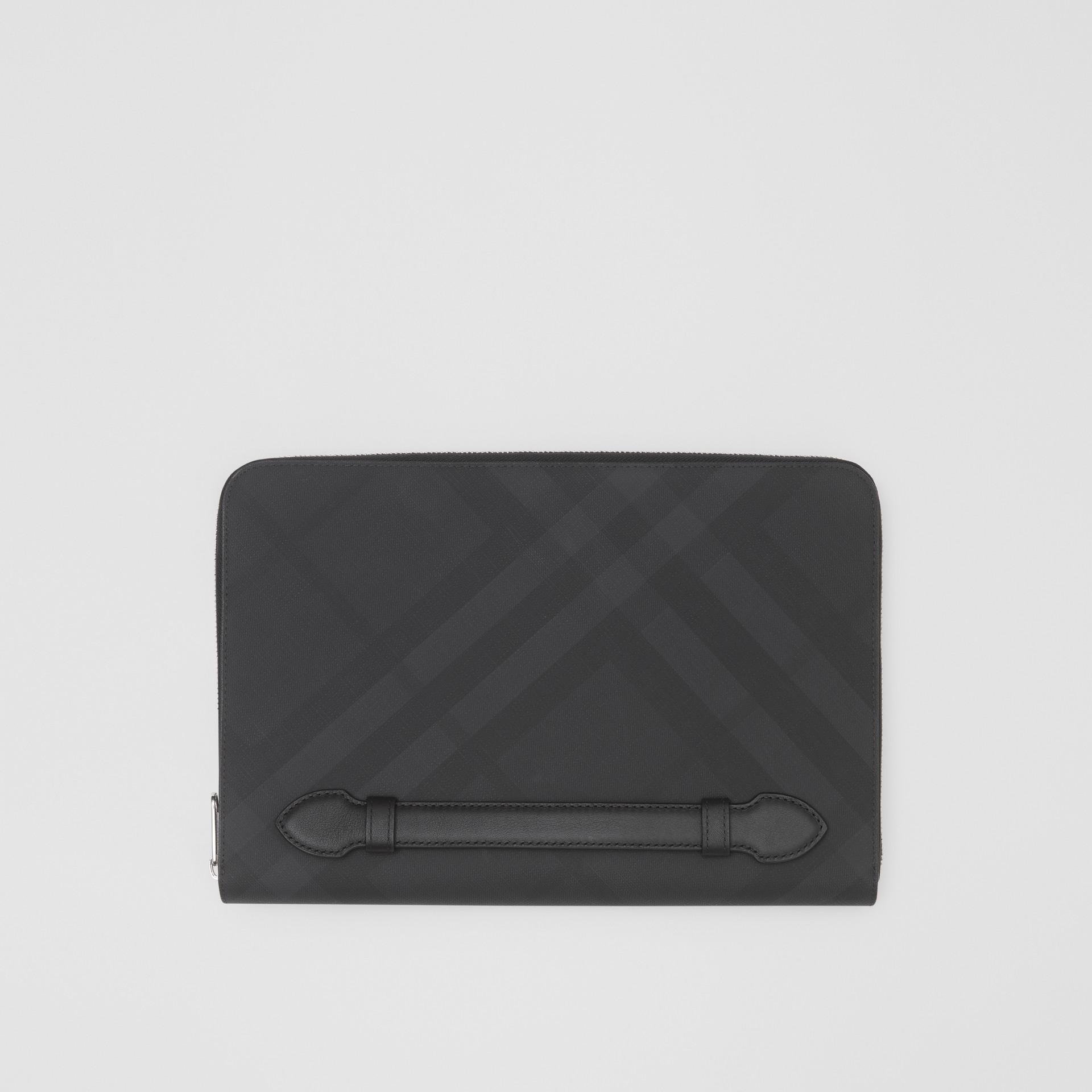Pochette zippée en tissu London check et cuir (Anthracite Sombre) - Homme | Burberry - photo de la galerie 0