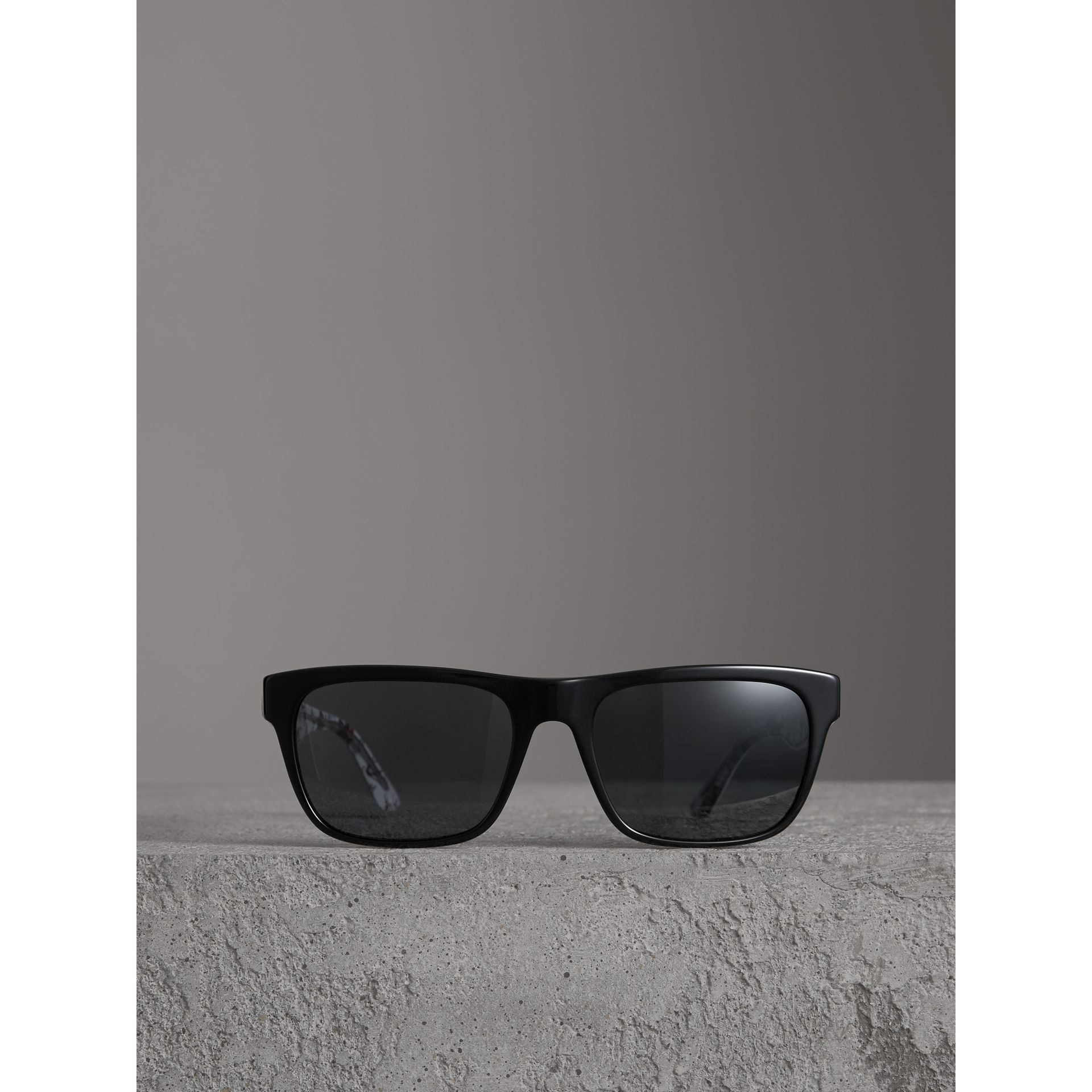 Doodle Square Frame Sunglasses in Black - Men | Burberry United States - gallery image 3