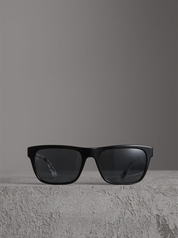 Doodle Square Frame Sunglasses in Black - Men | Burberry United Kingdom - cell image 3