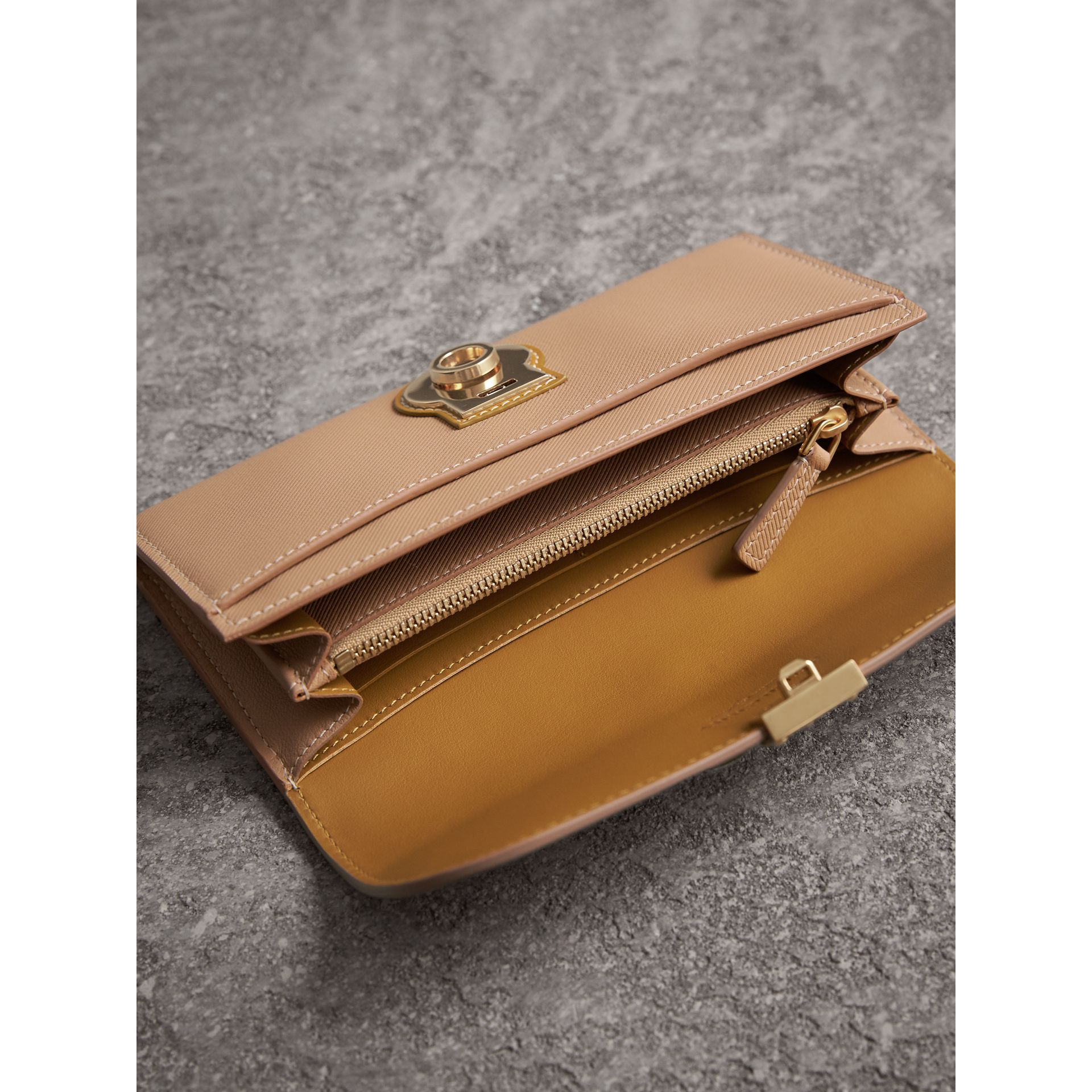 Two-tone Trench Leather Continental Wallet in Ochre Yellow/honey - Women | Burberry Australia - gallery image 3