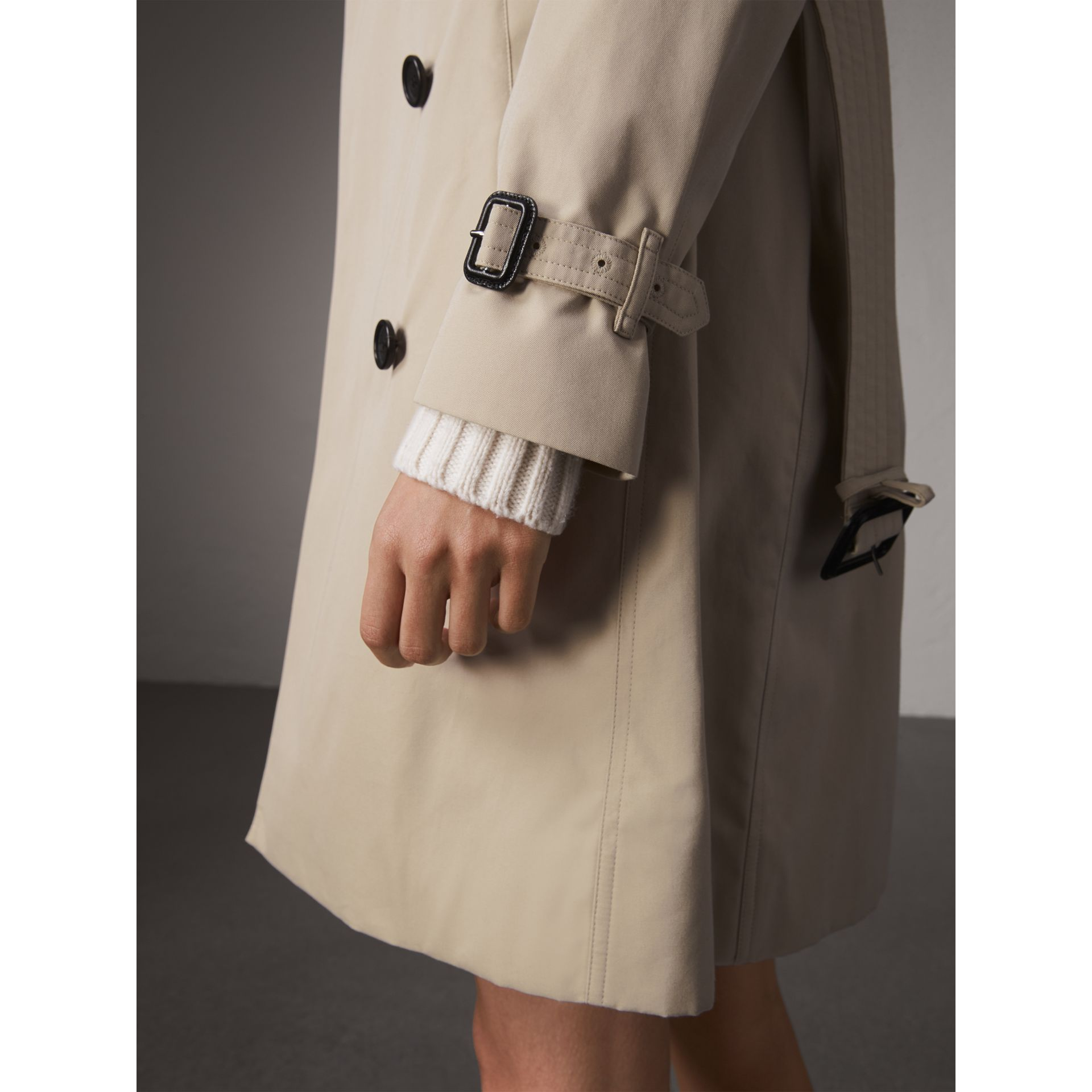 The Kensington – Long Trench Coat in Stone - Women | Burberry - gallery image 4