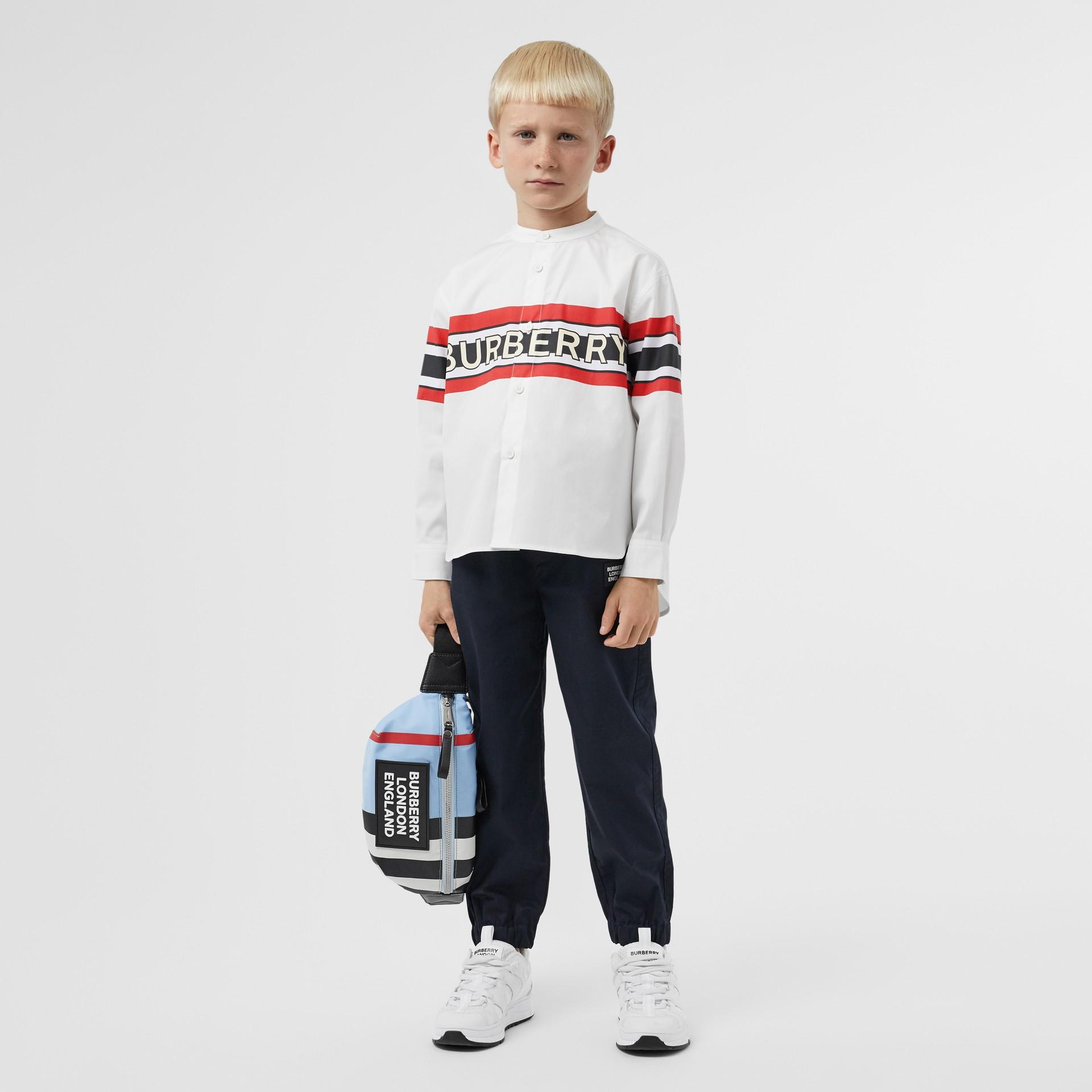 Camisa en popelina de algodón elástico con estampado de logotipo (Blanco) | Burberry - imagen de la galería 2
