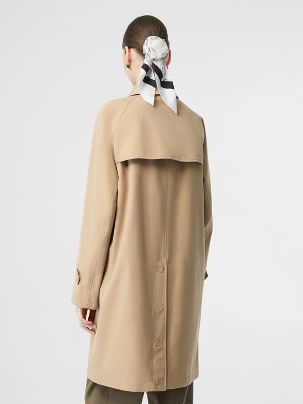Car coat in gabardine di cotone con dettagli in pelle e monogramma (Miele) - Donna | Burberry - cell image 2