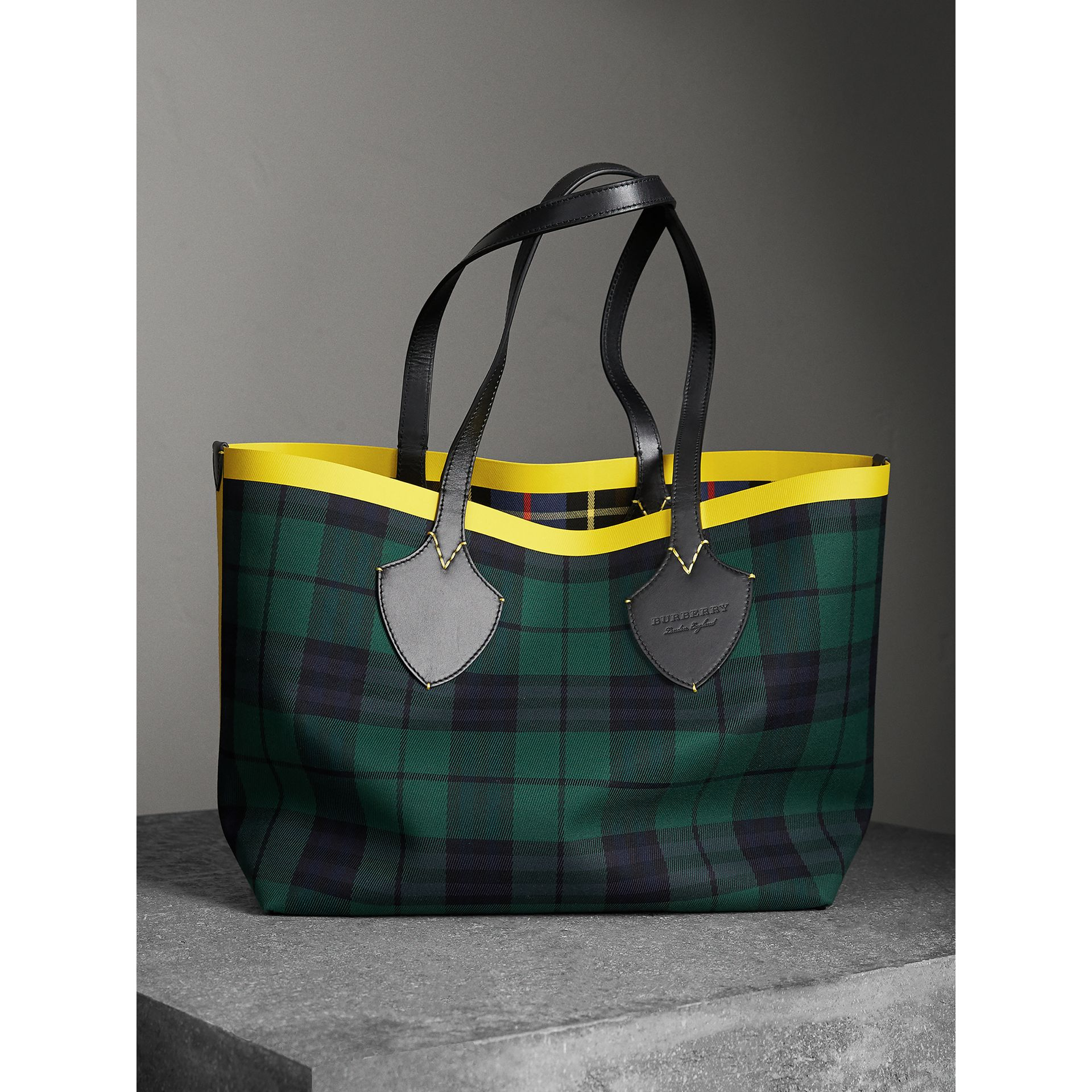 The Giant Reversible Tote in Tartan Cotton in Racing Green/cobalt Blue | Burberry Australia - gallery image 0