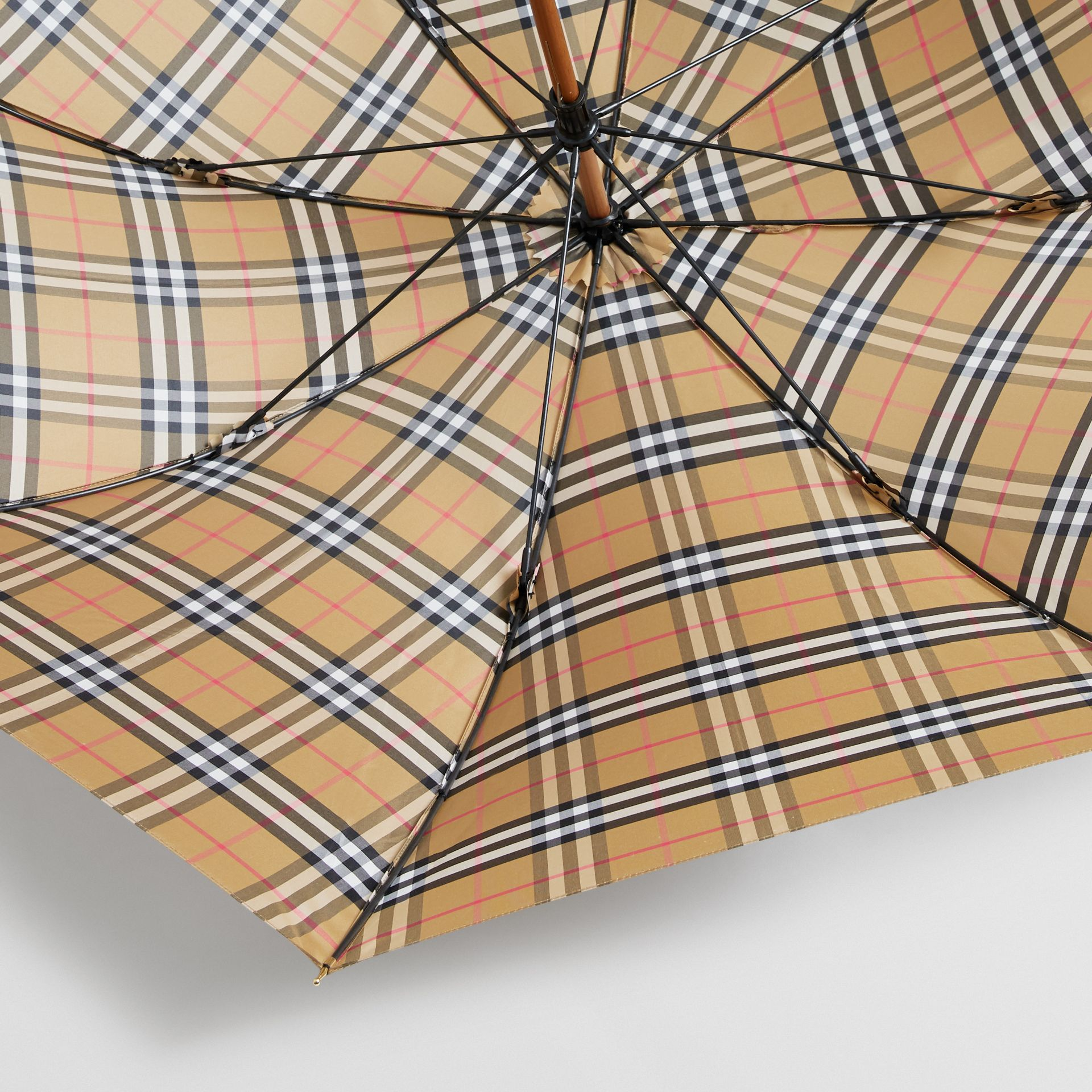 Parapluie canne à motif Vintage check (Jaune Antique/noir) | Burberry Canada - photo de la galerie 3