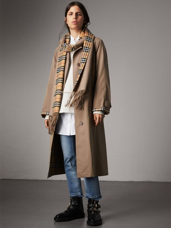 Long Reversible Vintage Check Double-faced Cashmere Scarf in Sandstone | Burberry Singapore - cell image 3