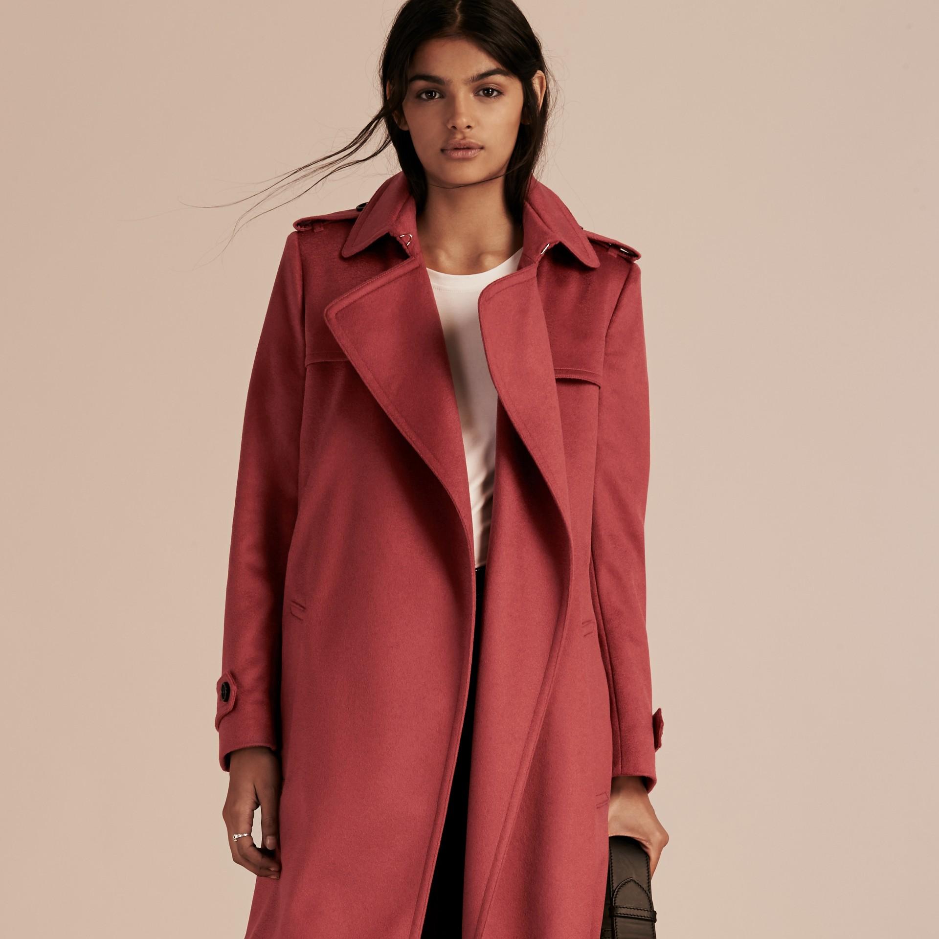 Rose pivoine cendrée Trench-coat portefeuille en cachemire Rose Pivoine Cendrée - photo de la galerie 7