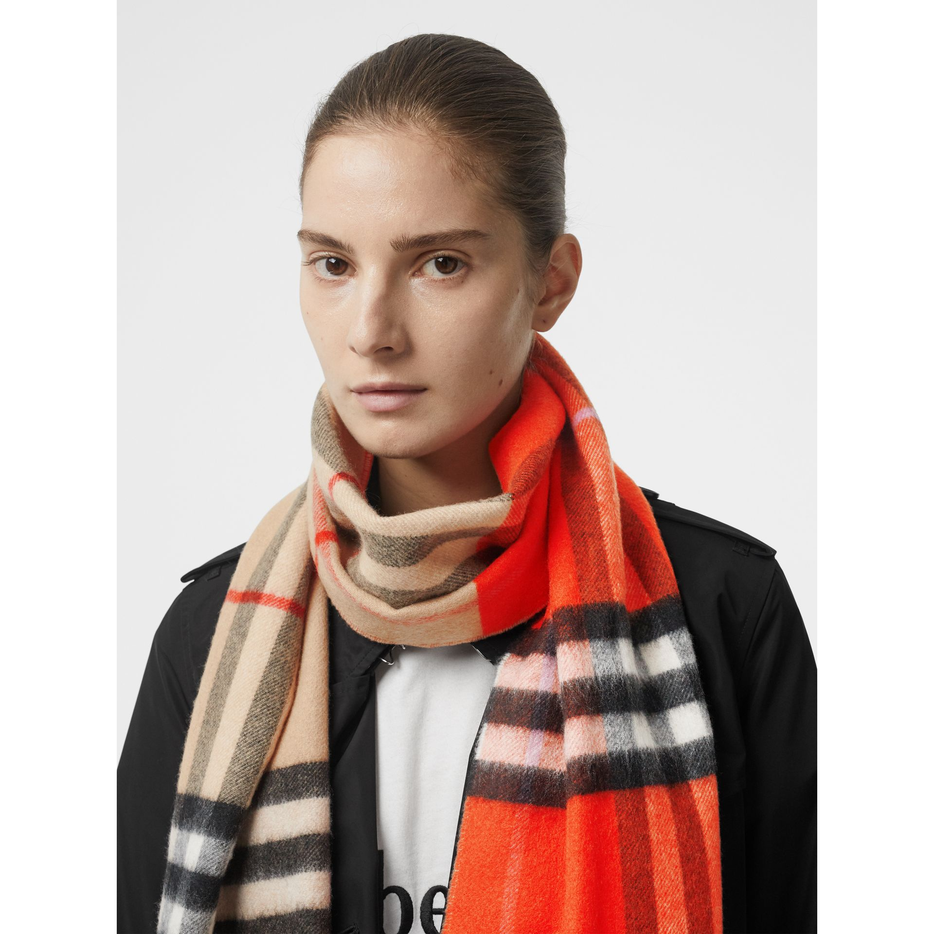 Long Reversible Colour Block Double-faced Cashmere Scarf in Bright Orange Red | Burberry - gallery image 2