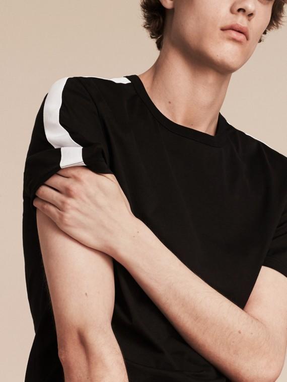 Noir T-shirt en coton avec rayure à l'épaule Noir - cell image 3