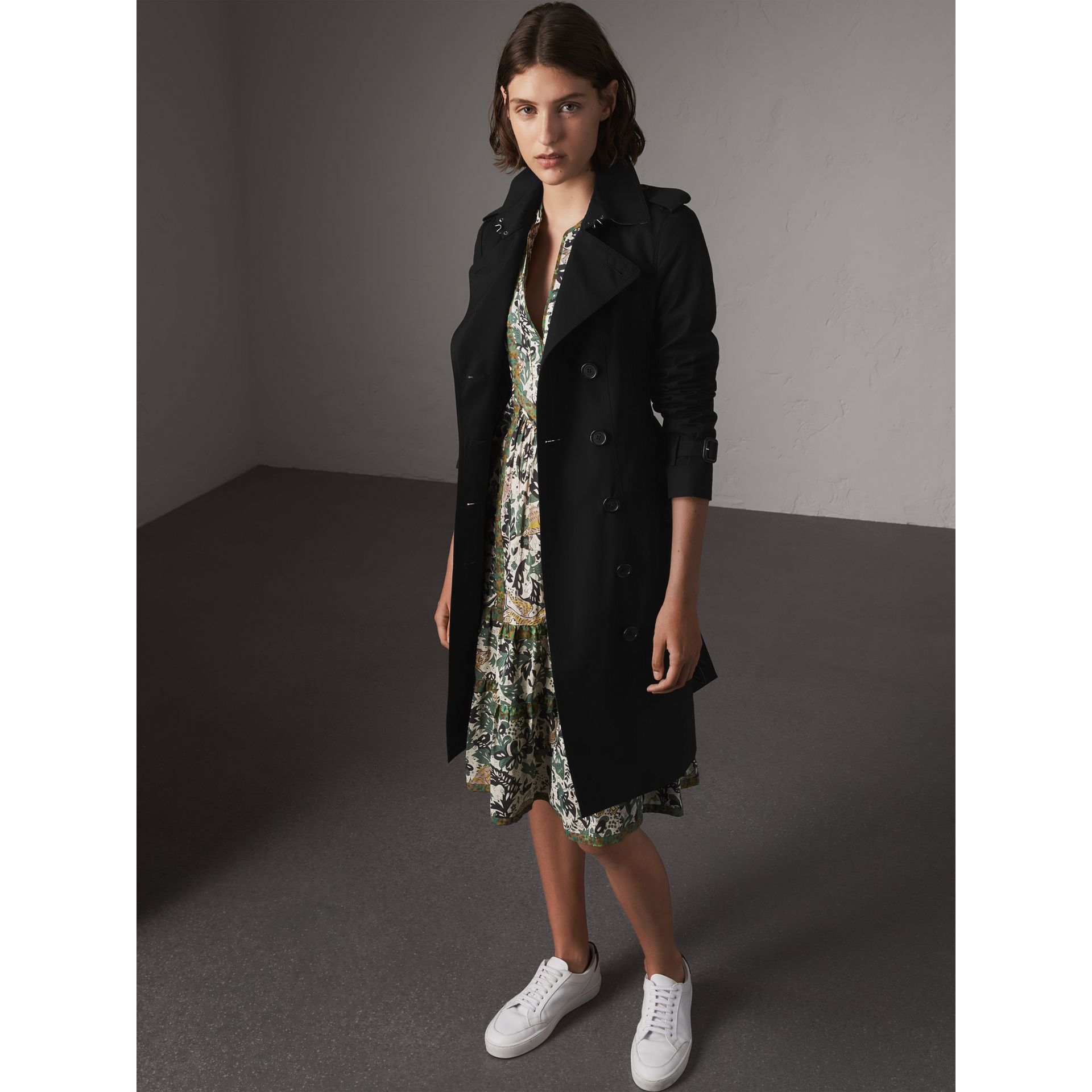The Sandringham – Long Trench Coat in Black - Women | Burberry Singapore - gallery image 1