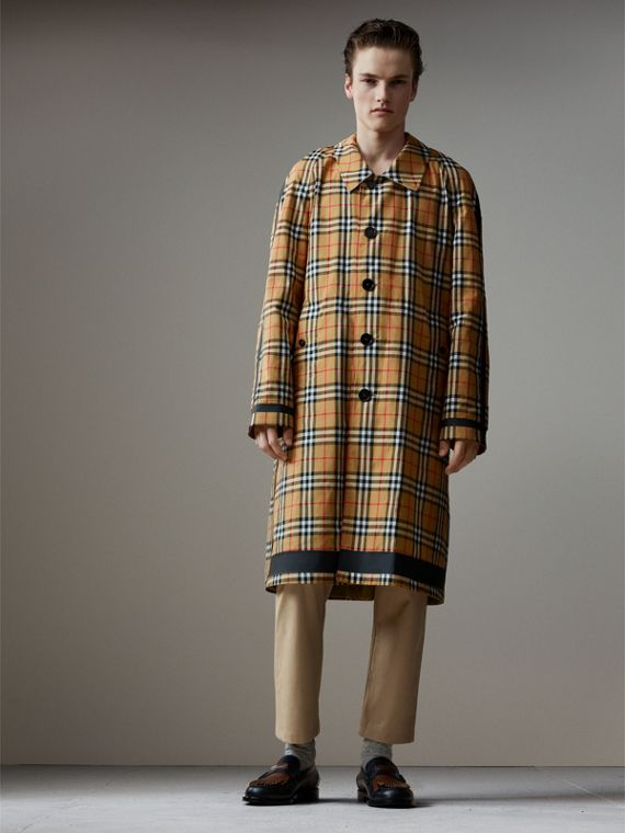 Car coat dupla face de gabardine com estampa Vintage Check (Amarelo Antigo)
