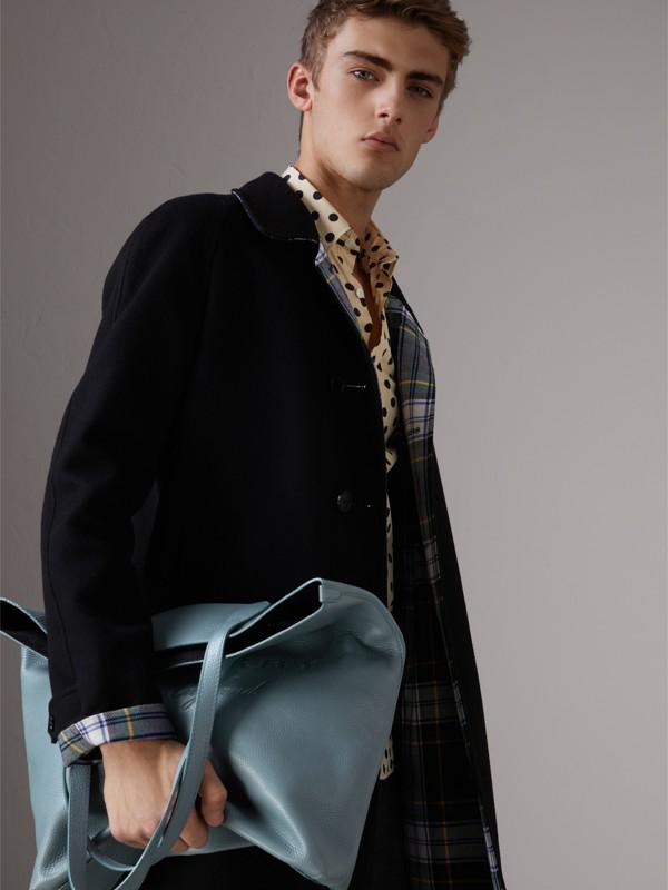 Bolsa tote de couro com detalhe em relevo (Azul Petróleo Terroso) | Burberry - cell image 3