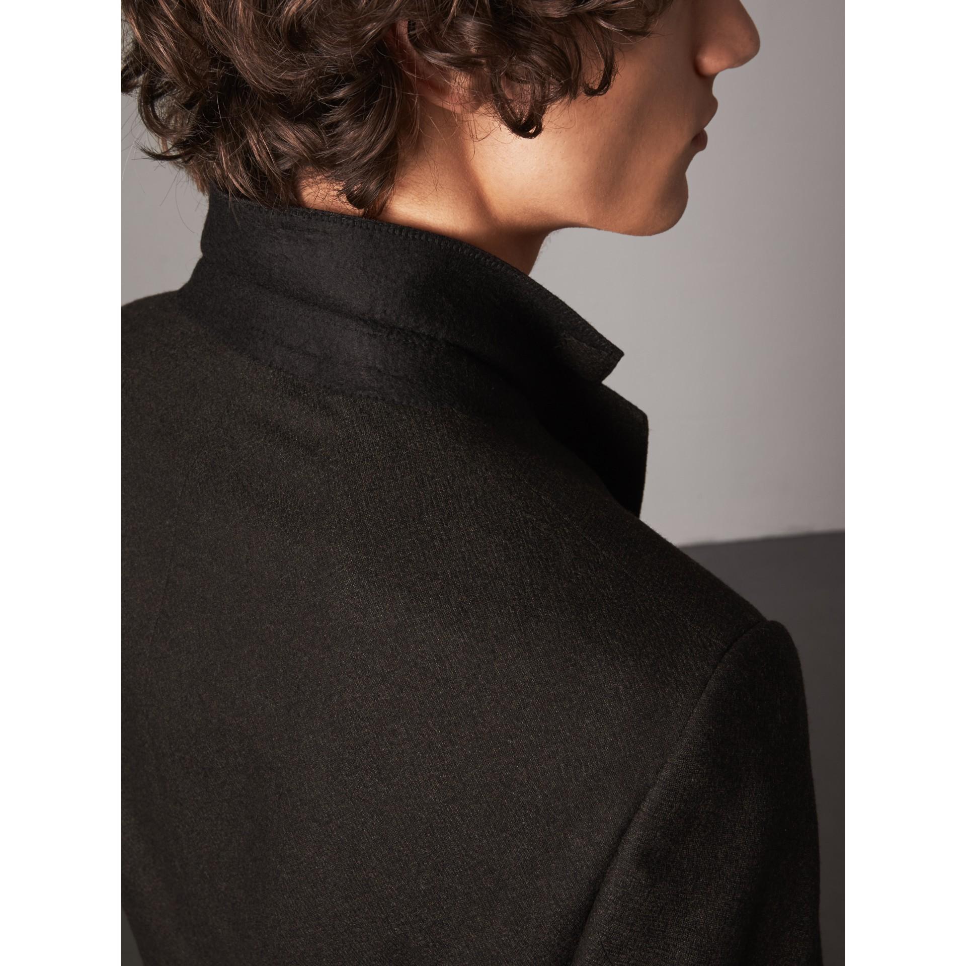 Abito in flanella di lana con taglio Soho (Verde Militare Mélange) - Uomo | Burberry - immagine della galleria 7