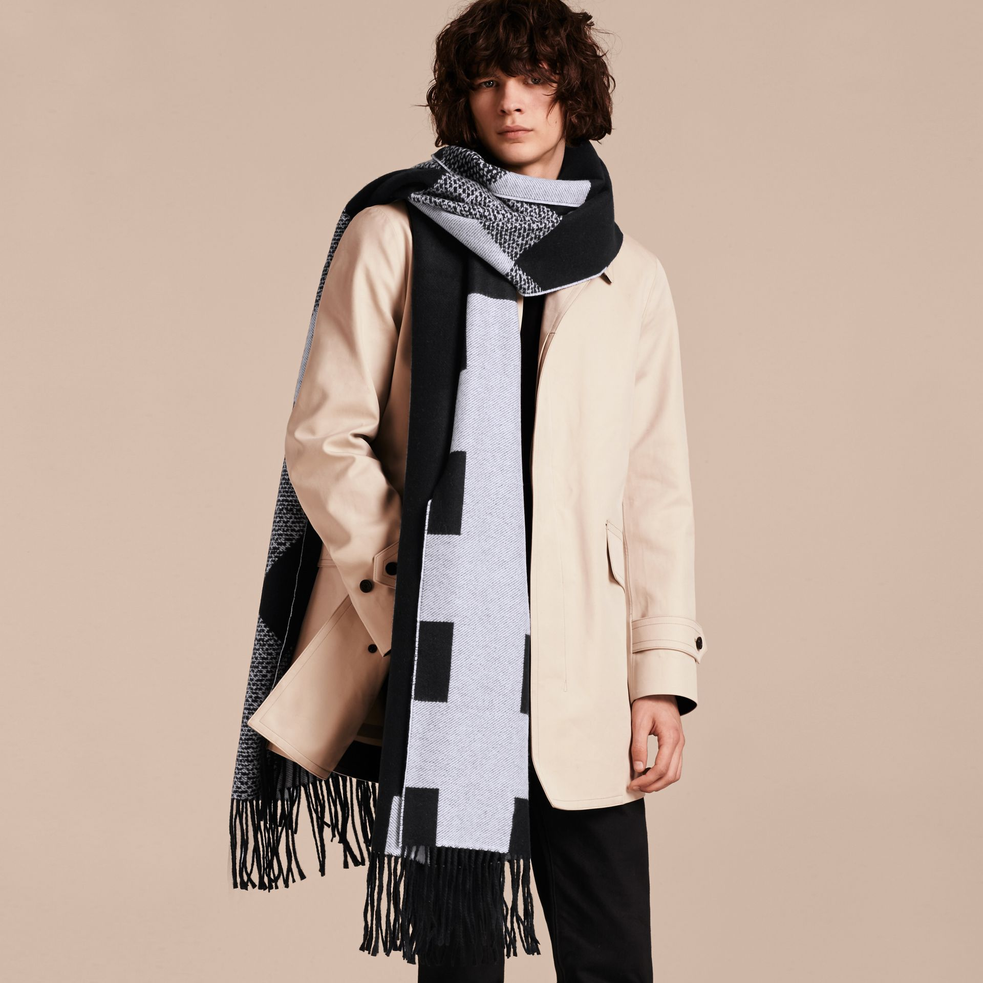 Black/white Reversible Check Cashmere Scarf Black/white - gallery image 4