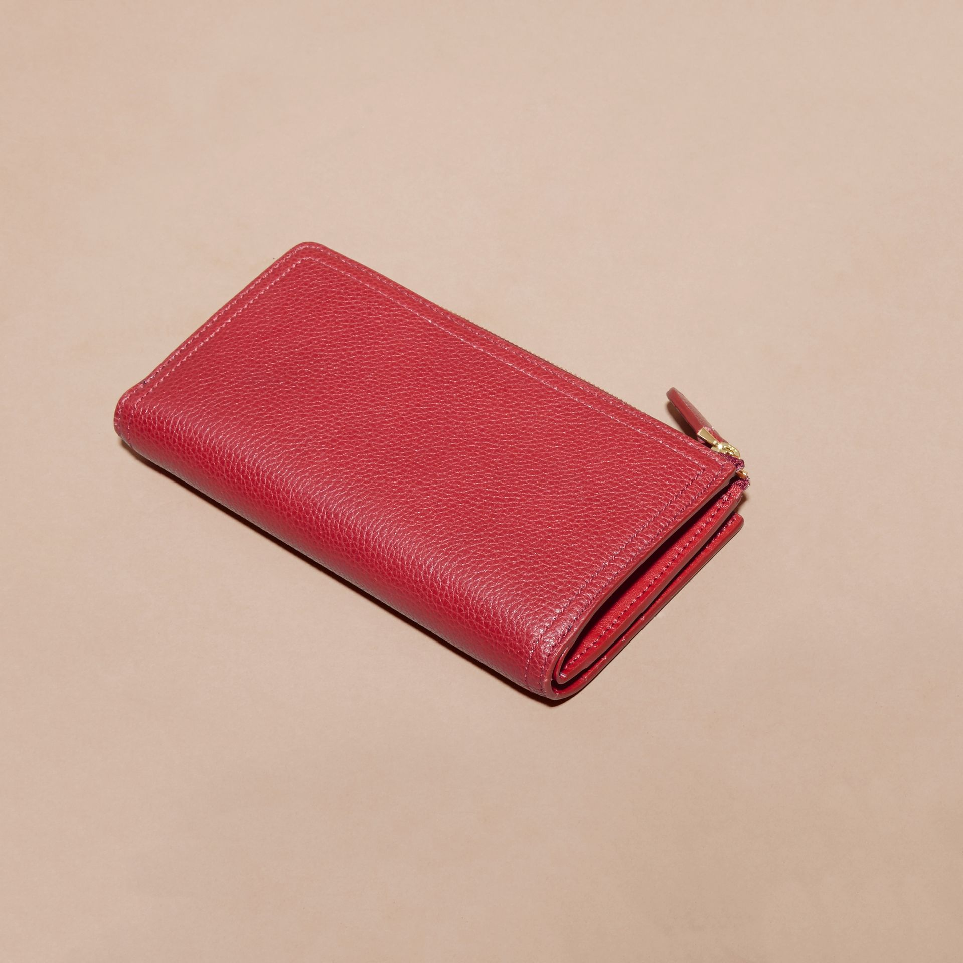 Grainy Leather Ziparound Wallet in Parade Red - Women | Burberry - gallery image 3